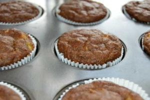 bananovo-jablecne muffiny s rebarborou